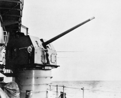 127mm_L54_gun_on_USS_Midway_(CVA-41)_c1964