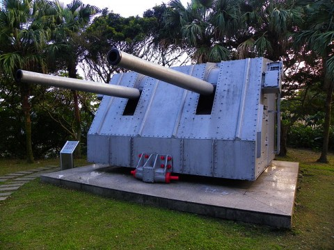 Mk38_Mod0_5_Inch_Twin_Guns_in_Conscription_Park_20140107